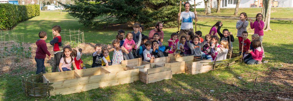 Creation de la marelle végétale à l'école Brana